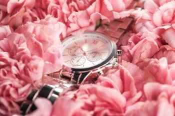 envío urgente de flores a domicilio, flores a domicilio urgentes, cesta de flores para cumpleaños, cesta de flores para un nacimiento, cesta de flores para el día de la madre, cesta de flores para una boda, cesta de flores para mi abuela, Floristería de Cáceres, flores urgentes